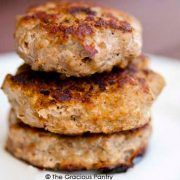 Clean Eating Turkey Breakfast Sausage Recipe Start your morning off in a healthy way with some eggs and homemade turkey breakfast sausage patties! Breakfast Sausage Seasoning, Turkey Breakfast Sausage, Homemade Breakfast Sausage, Chicken Breakfast, Breakfast Recipes, Breakfast Burritos, Eat Breakfast, Vegetarian Breakfast, Free Breakfast
