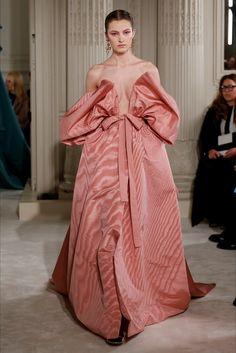 Sfilata Valentino Parigi - Alta Moda Primavera Estate 2018 - Vogue