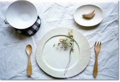 SnOOp: Modern Handmade Dinnerware Trends For Contemporary Table Settings