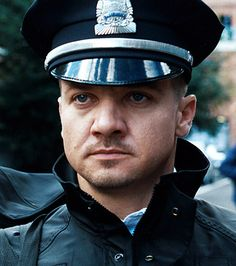 Jeremy Renner (the town)- Love a man in a uniform ;)