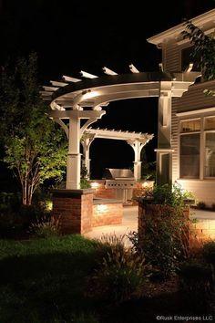 Pergola Garten Dreieck - - - Pergola Patio With Fireplace - Pergola Bioclimatique Verre - Curved Pergola, Deck With Pergola, Pergola Lighting, Gazebo, Pergola Ideas, Pergola Screens, Iron Pergola, Wedding Pergola, Arquitetura