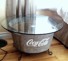 FURNITURE: DIY, a tub plus patio table glass = cool side table! Great idea for patio; use removable plexiglass top, and use the tub as an ice chest. Also, can paint the tub to match the Radio Flyer Wagon. Galvanized Decor, Galvanized Buckets, Funky Junk Interiors, Table Cafe, Patio Table, Couch Table, Repurposed Furniture, Diy Furniture, Deco Dyi
