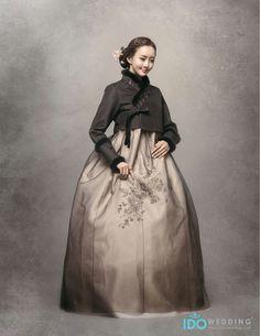 Korean Traditional Dress, Traditional Dresses, Korea Dress, Modern Hanbok, Special Occasion Hairstyles, Oriental Fashion, Korea Fashion, Korean Outfits, Wedding Photography