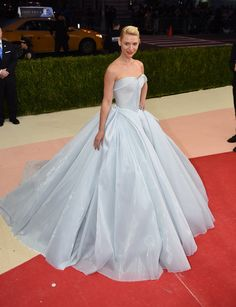 Met Gala 2016: Claire Danes Wearing a light-up Zac Posen gown and Eva Fehren jewelry.