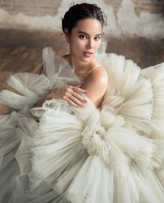 Miss Universe 2018 👑 Catriona Gray 👸 ( ) in an Andrew Kwon ( ) gown from his 'Underwater Garden's collection for her last shoot as the reigning Miss Universe. Miss Universe Philippines, Miss Philippines, Pre Debut Photoshoot, Photoshoot Ideas, Anne Curtis Smith, Gary In, Pony Makeup, Grey Swimsuit, Grey Gown