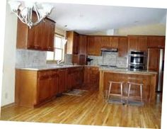 Kitchen Flooring With Oak Cabinets is normally adorned as per the definite tastes with the proprietor. Extraordinary embellishment will make its sentiment Light Oak Cabinets, Honey Oak Cabinets, Oak Kitchen Cabinets, Granite Kitchen, Kitchen Tiles, Kitchen Flooring, Design Kitchen, Dark Laminate Floors, Cheap Hardwood Floors