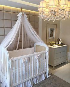 Quem não se encanta com um quarto de bebê desses? Apaixonada {💜} No Stories tem todos os detalhes { Projeto Teresa e Rafaela Queiroga }