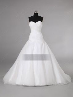 This is probably my ideal wedding dress. ^_^
