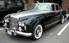 1962 Bentley Continental Flying Spur- Why can't cars like these still be around? Classic cars are way better than any other type of car. Bentley Rolls Royce, Rolls Royce Cars, Bentley Motors, Bentley Car, Retro Cars, Vintage Cars, Antique Cars, Bentley Continental Gt, My Dream Car