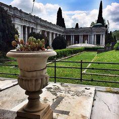 @silvia Un altro dettaglio della splendida Certosa di #Bologna   #mybologna #twiperbole