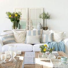 4 salones ideales: ideas de decoradora para tener un salón perfecto Hamptons Decor, The Hamptons, Estilo Hampton, Living Room Decor, Living Spaces, Amazing Spaces, Pattern And Decoration, Coastal Style, Love Seat