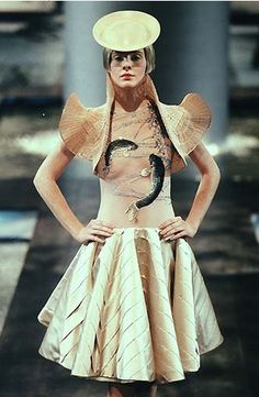 Givenchy by Alexander McQueen, Haute Couture Spring-summer 1998.