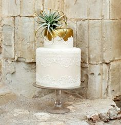 Photography: This Modern Romance | Florals: Velvet Leaf | Cake: Jays Catering