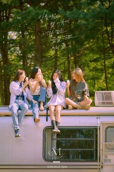 Twitter K Pop, Jinyoung, South Korean Girls, Korean Girl Groups, Where Are We Now, Mamamoo Kpop, Group Photos, Cultura Pop, Electronic Music