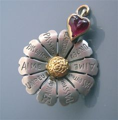 Rare Antique French Depose 14K Gold Loves Me DAISY Mechanical Charm
