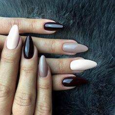 The advantage of the gel is that it allows you to enjoy your French manicure for a long time. There are four different ways to make a French manicure on gel nails. Get Nails, Love Nails, Hair And Nails, Gorgeous Nails, Pretty Nails, Indigo Nails, Neutral Nails, Taupe Nails, Black Nails