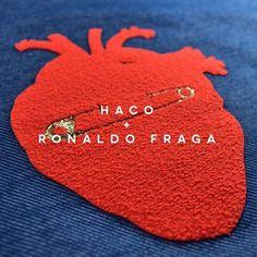Inspirada no amor, a coleção inverno 2016 de Ronaldo Fraga será desfilada agora no @spfw. Os patches foram produzidos pela Haco, em uma parceria com o estilista. E viva o amor! ❤️ #universohaco #hacoeronaldofraga #spfw
