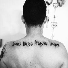 #temosnossopropriotempo #renatorusso #poesia #vida #tattooed #tattooart #art #truth #life #lifequotes #blacktattoo #tattoo2me #ink #inked #backtattoo #lettering #letteringdesign #letteringtattoo #tattoos #tatuagem #tatuaggio #tatouage #musica