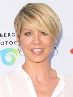 Short Hair Styles: Celebrity Short Style - Jenna Elfman - if I ever go back. Jenna Elfman Hair, Short Hair Cuts, Short Hair Styles, Corte Y Color, Haircut And Color, Love Hair, Pretty Hairstyles, Hairstyle Men, Funky Hairstyles