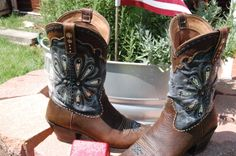 Bling Boots Ariat Daisy Boots customize with Racimo Style: www.facebook.com/RacimoStyle