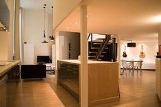 Le projet a été de restructurer complètement un loft  avec une cuisine avec îlot en chêne massif  façade en gris anthracite  parquet chêne clair Loft, Architecture, Facade, Divider, Bed, Design, Furniture, Saint Martin, Home Decor