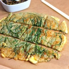 Pajeon Korean chive pancake recipe - I've been looking for a chive pancake recipe that was more than a flour and water pan bread with green onions. This Korean version - and the dark soy and sesame sauce that goes with it - looks like it would be great. Healthy Food Blogs, Healthy Snacks, Healthy Recipes, Savory Pancakes, Scallion Pancakes, Savoury Bakes, Pajeon Recipe, Korean Appetizers, Kitchens
