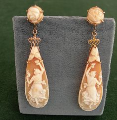 Circa 1900 Large Victorian Bull S Mouth Cameo Earrings Depicting Graceful Dancing Las Mounted In Rose Gold Italian