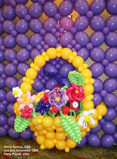 This basket is made out of balloons! Created by Silvia Santos and Eve Antonello, CBAs, with Quick Link Balloons. #quicklink #qualatex #balloon