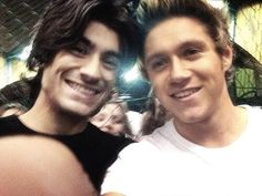 Zayn Malik and Niall Horan, One Direction One Direction Selfie, One Direction Humor, One Direction Pictures, I Love One Direction, Mitch Grassi, Pentatonix, Larry Stylinson, Family Show, Thing 1