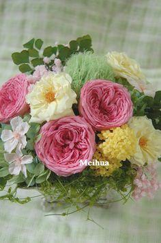 お誕生日用に。桜と三又の花とテマリソウをつかって、春らしく。