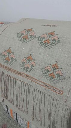 This Pin was discovered by Faz Bargello, Needlepoint, Needlework, Bohemian Rug, Cross Stitch, Embroidery, Sewing, Crochet, Ideas