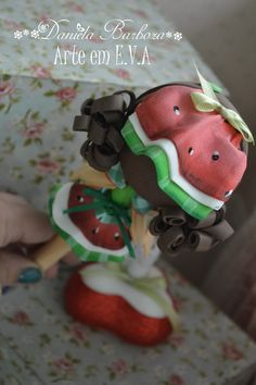 Daniela barboza Watermelon Crafts, Cute Pens, Hello Kitty, Biscuit, 3 D, Polymer Clay, Dolls, Christmas Ornaments, Holiday Decor