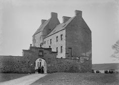 Midhope Castle (Lallybroch in Outlander on Starz) - Historical info and pics