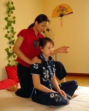 El masaje Tailandés es una de las antiguas artes de sanación de la medicina tradicional tailandesa.  El masaje tailandés es un refinado y depurado instrumento terapéutico. Posee influencias de la Medicina Ayurvédica y la Medicina China (incluyendo la acupuntura y la acupresión), y la filosofía y práctica taoísta.  El masaje tradicional Tailandés es un regalo para el cuerpo y la mente. Una experiencia inolvidable. El masaje thai reactiva el flujo energético del cuerpo potenciando la…