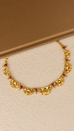 Gold Chain Design, Gold Bangles Design, Gold Jewellery Design, Gold Necklace Simple, Gold Jewelry Simple, Layered Jewelry, Indian Jewelry Sets, Bridal Jewelry Sets, Gold Mangalsutra Designs
