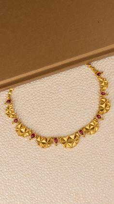 Gold Bangles Design, Gold Jewellery Design, Indian Gold Jewellery, Bridal Jewellery, Delicate Gold Necklace, Gold Jewelry Simple, Jewelry Design Earrings, Necklace Designs, Gold Mangalsutra Designs