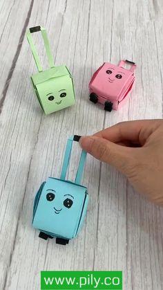 Cool Paper Crafts, Paper Crafts Origami, Diy Paper, Paper Art, Diy Crafts For Girls, Diy Crafts Hacks, Diy Arts And Crafts, Easy Crafts, Instruções Origami