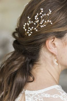 Hermione Harbutt Gold Lily Hairpins | Amy Fanton Photography | #bridal #hairpiece #wedding #accessories