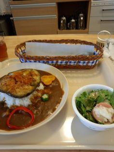 今日のお昼ご飯は夏野菜のカレーライスセットいただいています。