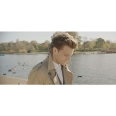 One Direction video Night Changes al parco con Louis nel teaser #2 found on Polyvore featuring one direction, louis tomlinson, louis, 1d and people