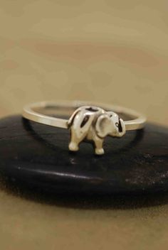 why do i love elephants so much?  oh right, cause they're awesome.   also, i want this ring.
