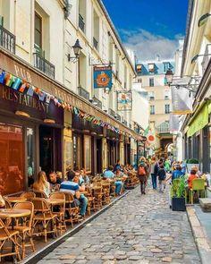 Já pensou em fazer um tour gastronômico em Paris? Para iniciantes ou experientes viajantes à cidade luz, este é um passeio original para passar uma tarde agradável.