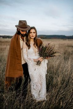This folksy elopement inspiration is the epitome of boho charm | Image by Chris and Ruth Photography