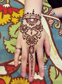 Mehndi Art, Henna Mehndi, Henna Art, Henna Tattoo Designs, Mehandi Designs, Hana Tattoo, Henna Night, White Henna, Mehndi Images