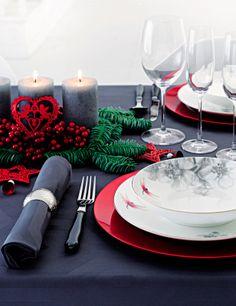 Decoración navideña en rojo, verde y dorado