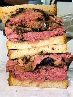 Pastrami from Katz Deli in NYC You are in the right place about Sandwiches emparedados Here we offer you the most beautiful pictures about the Sandwiches bread you are looking for. When you examine the Pastrami from Katz Deli in NYC part of the picture … Deli Sandwiches, Pastrami Sandwich, Roast Beef Sandwiches, Veggie Sandwich, Healthy Sandwiches, Sandwich Recipes, Breakfast Sandwiches, Gourmet, Barbecue