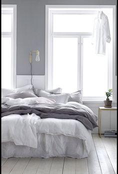 36 Cozy Minimalist Bedroom Design Trends - Home Decor Ideas Master Bedroom Design, Home Bedroom, Bedroom Decor, Bedroom Ideas, Linen Bedroom, Master Suite, Bedroom Inspiration Cozy, Bedroom Rustic, Industrial Bedroom