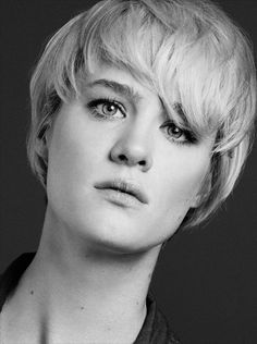 Mackenzie Davis Canadian Actresses, Actors & Actresses, Short Hair Cuts, Short Hair Styles, Shes Beauty Shes Grace, Mackenzie Davis, In And Out Movie, Fashion Tv, Celebs