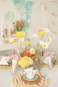 Tablescape: Poppies and papercones and stripes {oh my}
