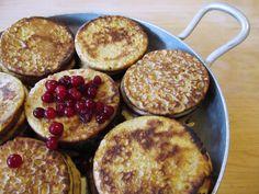 Valurautapannulla paistettuja porkkanalettuja – Carrot Pancakes Fried on a Cast Iron Pan